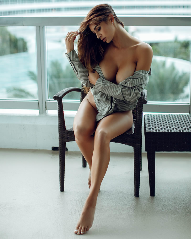 brittyana_home_pos6